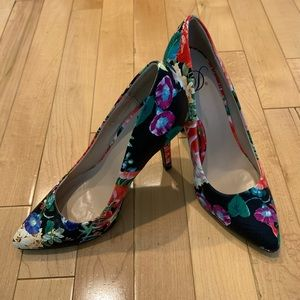 Floral pattern high heel shoes size 5.5